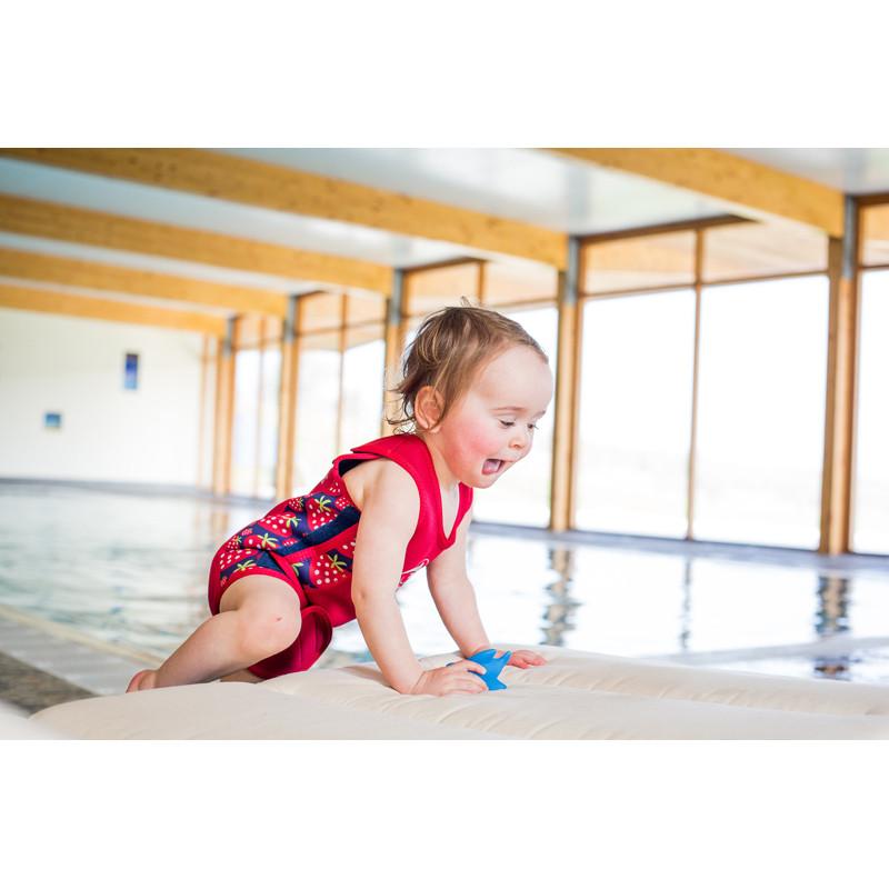 ... Ισοθερμικό φορμάκι - μαγιό Konfidence™ Babywarma Wetsuit Strawberry  12-24 μηνών ... 9dd8247b65f